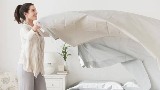 Jak zadbać o porządek w sypialni? Meble, które Ci w tym pomogą